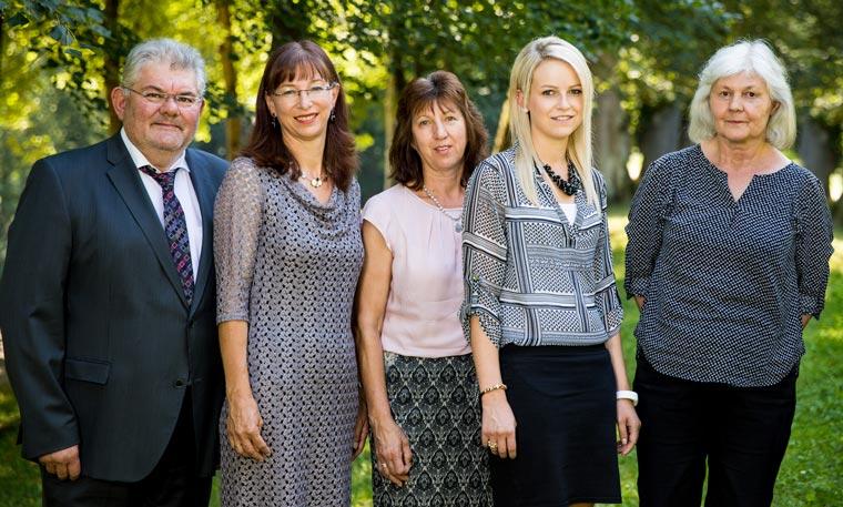 Team und Anwalt Dr. Fischer
